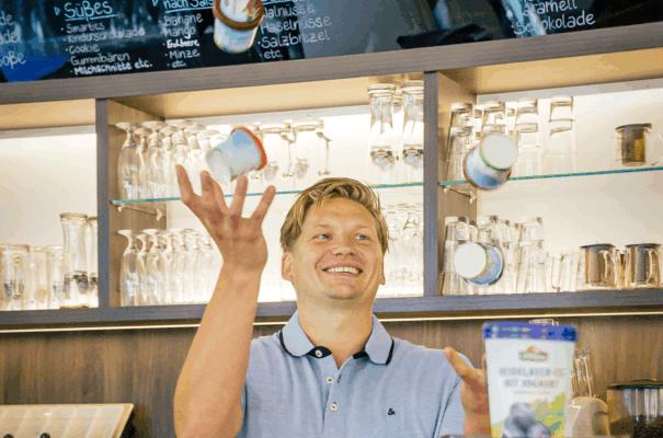 Eine Nachfolge-Erfolgsgeschichte: Georg Pfaff jongliert mit Eis